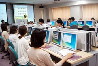 平成25年度の「電子絵本作成講座」を開催しました