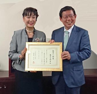 筒井通子特別客員教授が『学校法人奈良学園理事長賞』を受賞されました