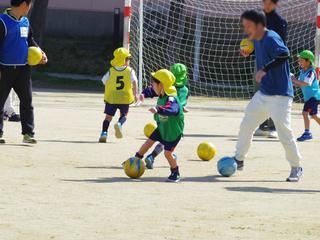 親子サッカー大会を行いました。